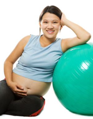Image of a pre-post natal fitness client taking a break from training.